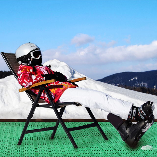 Mit Kunststoffkacheln können an Hochgebirgsstandorten, an denen Wintersport betrieben wird, Trockenstellen geschaffen werden