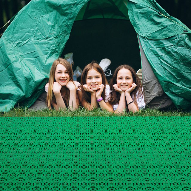 With the camping tiles of Loseplast you can create a comfortable area for the entrance of your tent on your camping holiday