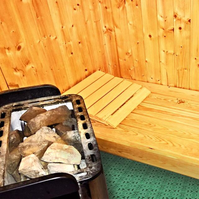 Carreaux en plastique Loseplast pour le conditionnement d'espaces hygiéniques tels qu'un spa ou une salle de sport